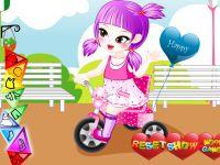 Baby auf Dreirad Einkleiden